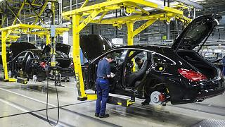 A Mercedes gyártósora Kecskeméten: veszélyben a befektetések?