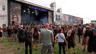 بلژیک؛ حضور در کنسرت موسیقی هارد راک بدون ماسک و بدون رعایت فاصله اجتماعی