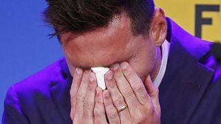 Az FC Barcelona eddigi csillaga sír a csapat otthonában, a Camp Nou Stadionban tartott sajtóértekezletének kezdetén