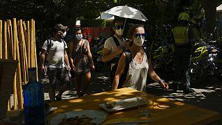 Ob mit Schirm oder Helm - in der spanischen Stadt Burgos trotzte man den Extremtemperaturen