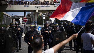 5 hete tüntetnek a franciák a kormány járványkezelése ellen