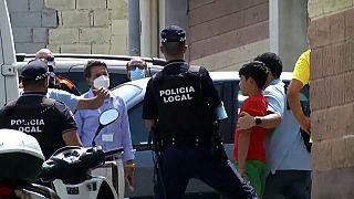 Ceuta, trasferiti in Marocco centinaia di migranti minorenni non accompagnati