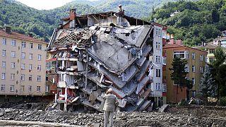 Zerstörtes Gebäude in der Stadt Bozkurt in der Provinz Kastamonu, Türkei