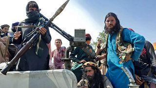Talibãs em Cabul para a passagem de poder