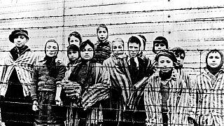 Sobreviventes de Auschwitz aquando da libertação em 1945