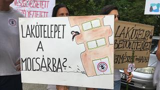 Tüntetés Tihanyban az ökológiai egyensúly megőrzéséért