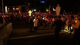حضور بیش از ۹ هزار نفر در مراسم مذهبی «شب مشعل» در منطقه لورد فرانسه