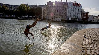 В Париже - купаться!
