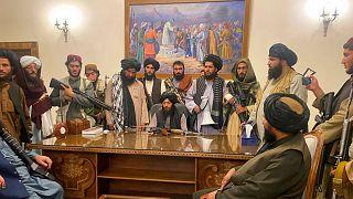 جنگجویان گروه طالبان در ارگ ریاستجمهوری افغانستان