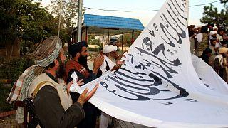 برافراشتن پرچم طالبان در ولایت غزنی