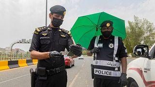 السعودية نيوز |      توقيف ستة سعوديين في الرياض بتهمة التحرش بسائحة أجنبية