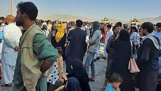 Απόγνωση στο αεροδρόμιο της Καμπούλ