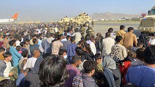 Хаос на лётном поле в аэропорту Кабула, 16 августа