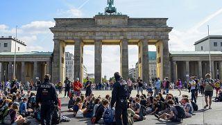 Az Extinction Rebellion ülősztrájkja a Brandenburgi kapunál