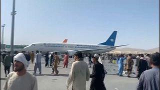 Chaos à l'aéroport de Kaboul, envahi par des Afghans souhaitant fuir le pays