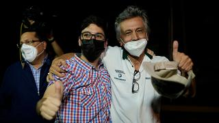 Freddy Guevara apjával, szabadulása után