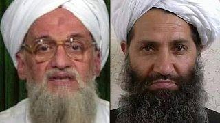 زعيم تنظيم القاعدة أيمن الظواهري (إلى اليسار) في 12 فبراير 2012، زعيم طالبان الملا هيبة الله أخوند زاده (إلى اليمين) في 25 مايو 2016