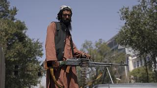 """Участник вооружённых формирований движения """"Талибан"""" у президентского дворца в Кабуле"""