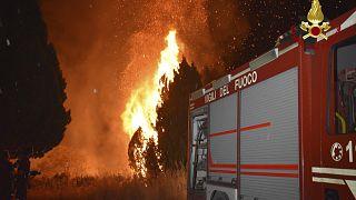 حرائق غابات قرب مدينة باليرمو بجزيرة صقيلية الإيطالية