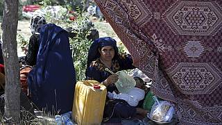 Una mujer afgana desplazada