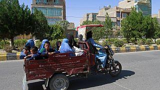 Un groupe de femmes manifeste à Kaboul, une première depuis le retour des talibans