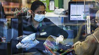 Bevásárlás óvintézkedések közepette Új-Zélandon