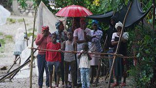 تجمع الناس في ملاجىء بعد اجتياح العاصفة الاستوائية غريس، هايتي، الثلاثاء 17 أغسطس 2021