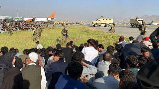 هجوم شهروندان افغان به فرودگاه کابل برای خروج از کشورشان