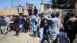 ویدیو؛ بریتانیا و فرانسه گروهی از شهروندان افغان را از کابل خارج میکنند