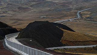 Une partie du nouveau mur construit par la Turquie à sa frontière avec l'Iran, à Caldiran, dans l'est du pays, le 16 août 2021.