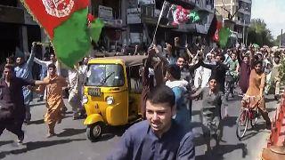 Manifestação contra talibãs em Jalalabad