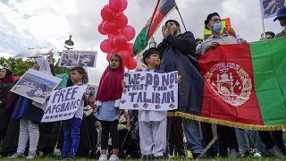مترجمان سابق افغان و گروه ضدجنگ در تظاهرات لندن: دولت بریتانیا مردم افغانستان را تنها نگذارد
