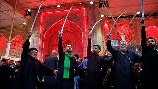بدأت الاحتفالات بيوم عاشوراء في مدينة كربلاء العراقية اليوم الأربعاء