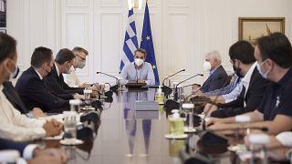 Σύσκεψη υπό τον πρωθυπουργό για την ανασυγκρότηση της Εύβοιας