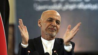 Réfugié aux Emirats arabes unis, l'ex président Ghani veut encore jouer un rôle