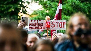 Plus de 5 000 personnes se sont rassemblées contre les restrictions sanitaires