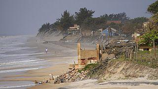 Mar avança em Atafona, Brasil