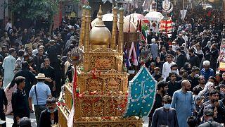 انفجار بمب در مراسم عزاداری شیعیان پاکستان سه کشته و ده ها زخمی بر جای گذاشت
