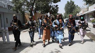 Kabil'in Vezir Ekber Han bölgesinde devriye gezen Taliban militanları / Afganistan