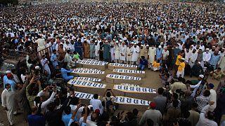 تشييع ضحايا هجوم سابق على شاحنة وقع ليلة السبت في كراتشي،  15 أغسطس 2021