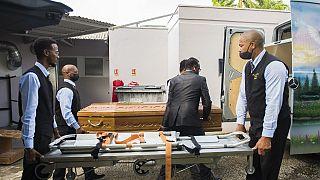 Enterrement d'une personne morte du Covid-19, à Fort-de-France, le 17 août 2021, France