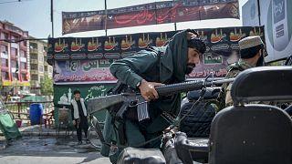 Un guerrigliero talebano a Kabul