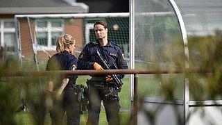 الشرطة بالقرب من موقع هجوم على مدرسة جنوب السويد، في 19  آب / أغسطس، 2021