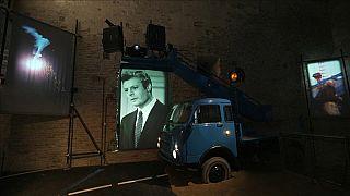 Ein Bestandteil des Fellini-Museums in Rimini. Immer wieder kreuzt Marcello Mastroianni den Weg der Besucher