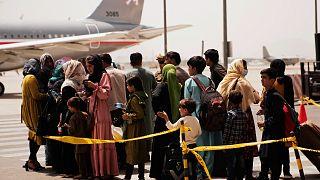 Afganistan'ın başkenti Kabil'deki havaalanından tahliyeler sürüyor