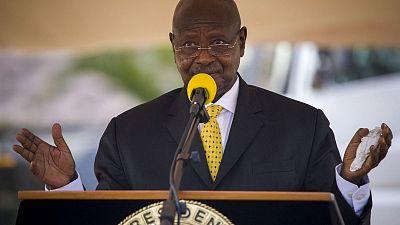 Ouganda : le président suspend 54 ONG pour non-conformité à la loi