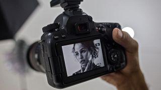 """صورة على شاشة كاميرا لمنصة """"أونلي فانز"""""""