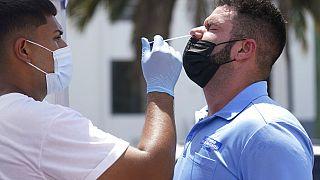 ABD'nin Miami şehrinde yapılan PCR testinden bir kare.
