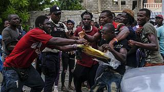Crise humanitária leva a pilhagens