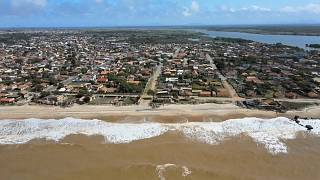 Mas de 500 edificios ya han caído por el embate de las olas en Atafona.